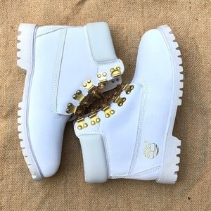 Timberland | NWOT White Boots w/ Gold Chains